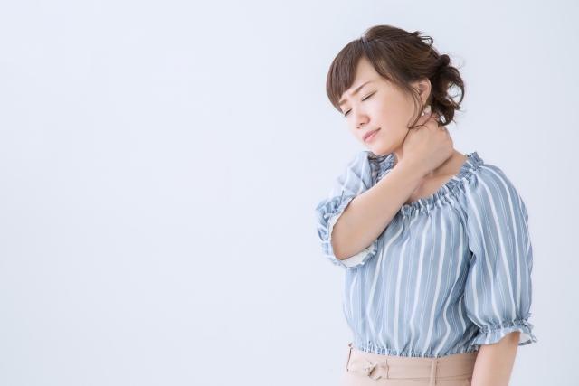 肩の痛みのある女性
